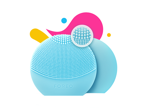 It uses a compact design and 2-zone brush to gently and thoroughly offer your skin a sonic cleanse.